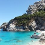 Żeglowanie jachtem po malowniczych wyspach Włoch